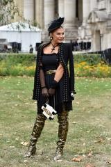shenka-mag_Fashion Week Paris_Grand Palais__Exterieur defile Chanel-2019_ Joey Nicles Modeste 18